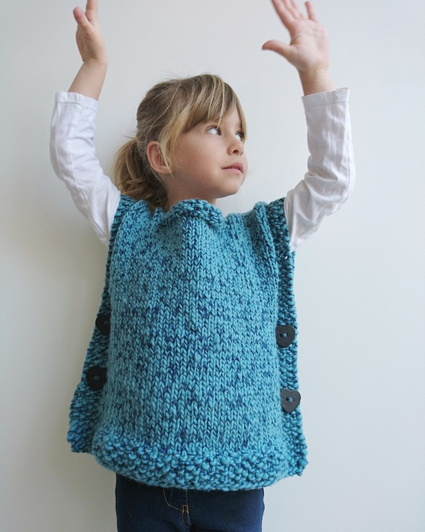 Poncho laine fille minuscules - Modele mitaine tricot facile ...